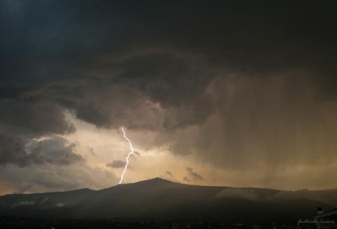 Бурята над Витоша